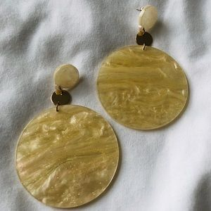 Jewelry - Gorgeous Shell Laquer Earrings